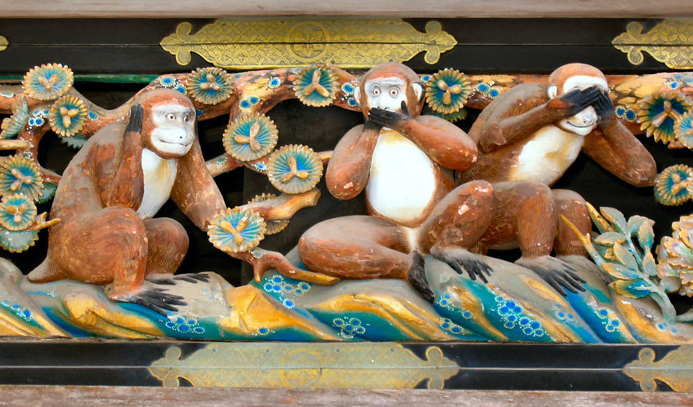 The Three Wise Monkeys, carving on the stable of Tosho-gu Shrine, Nikko, Japan, Foto: MichaelMaggs (CC-BY-SA-2.5)
